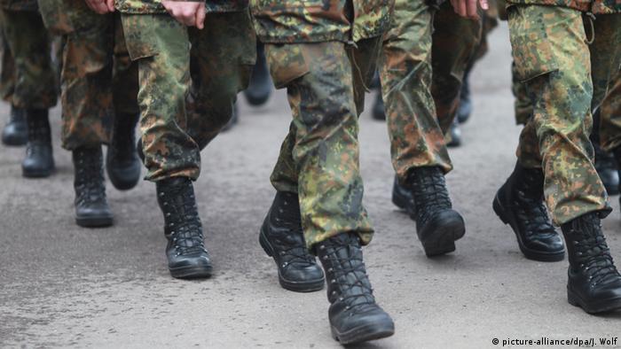 Bundeswehr Soldaten der Clausewitz-Kaserne in Burg Archiv 2011