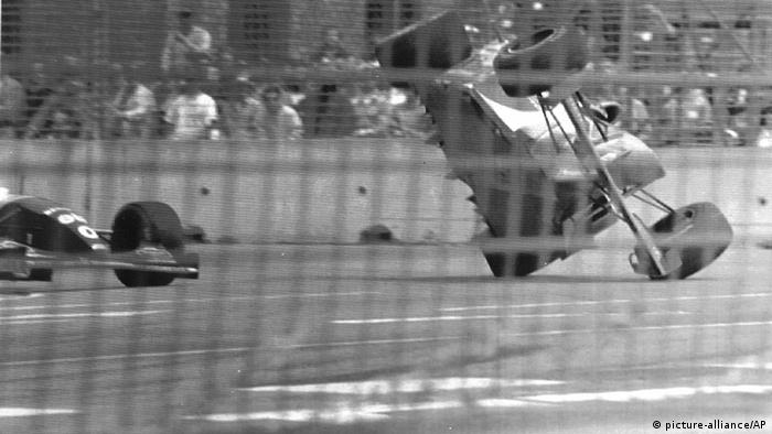 Michael Schumacher and Damon Hill crash in 1994