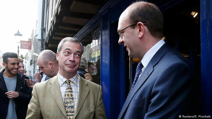 Nigel Farage Mark Reckless unterhalten sich (Foto: Getty Images/S. Plunkett)