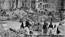 У понятті Trümmerfrauen- жінки руїн, як прийнято називати німкень повоєнних років, закладено зміст важкої праці, післявоєнної розрухи, відновлення країни