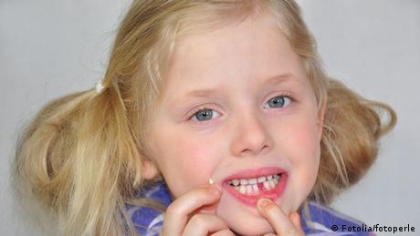Erster ausgefallener Zahn einer Fünfjährigen