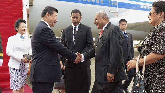 Fidschi Premierminister Bainimarama begrüßt Chinas Präsidenten Xi Jinping