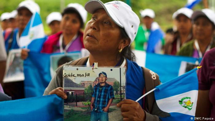 Cuarenta mujeres procedentes de Nicaragua, El Salvador, Guatemala, Honduras entraron a México el jueves (20.11.2014) por El Ceibo, una población localizada en el municipio de Tenosique en el estado mexicano de Tabasco, que hace frontera con Guatemala. Muchas de ellas esperaron durante años la oportunidad de pasar por México.