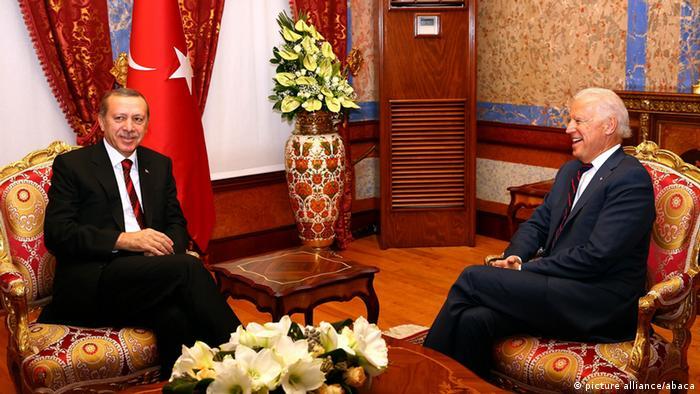 Arşiv - Cumhurbaşkanı Erdoğan ile dönemin ABD Başkan Yardımcısı Joe Biden, 22 Kasım 2014'te, İstanbul Beylerbeyi Sarayı'nda bir araya gelmişti