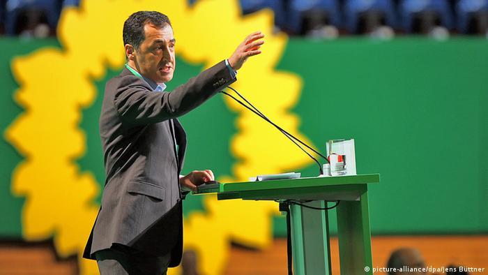 Grünen-Parteichef Cem Özdemir am Rednerpult (Foto: dpa)