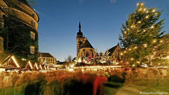 Weihnachtsmarkt an der Stiftskirche in Stuttgart