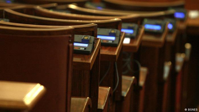 Bulgarien - Parlamentarier bei einer Abstimmung (BGNES)