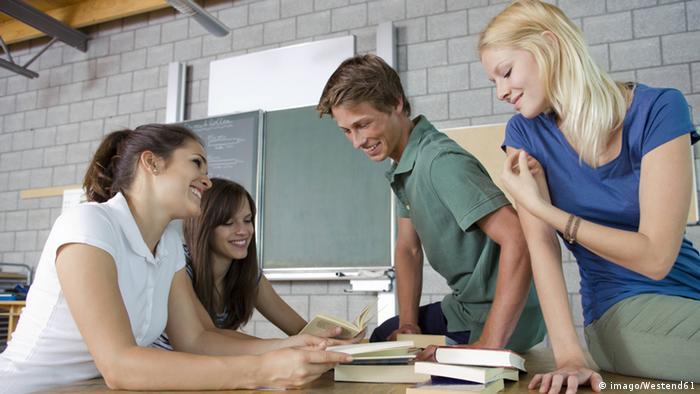 Symbolbild Deutschland Teenager Gruppe