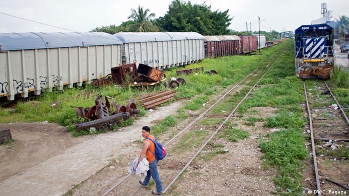 En julio, las autoridades migratorias mexicanas reforzaron los controles en la frontera sur del país. Un comisionado especial aumentó la vigilancia como consecuencia de la crisis de este año por la llegada masiva de niños y adolescentes migrantes a E.U. El Instituto Nacional de Migración en México dijo haber retornado alrededor de 6.000 migrantes centroamericanos tan solo en el mes de agosto.