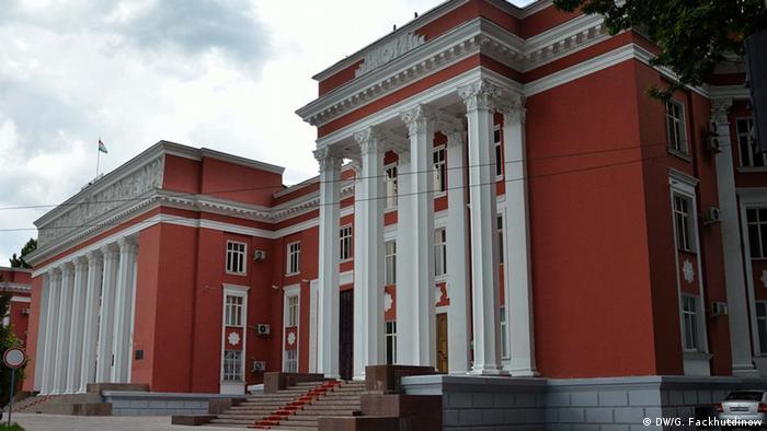 Здание парламента Таджикистана в Душанбе