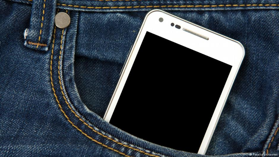 دراسة: الهاتف فى الجيب يؤثر على خصوبة الرجال | DW | 24.11.2014