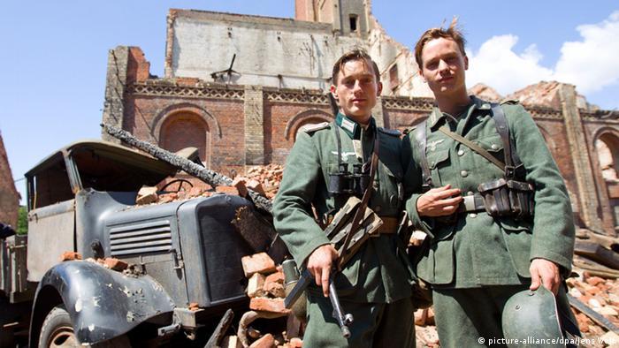 Wilhelm Winter und Tom Schilling (picture-alliance/dpa/Jens Wolf)