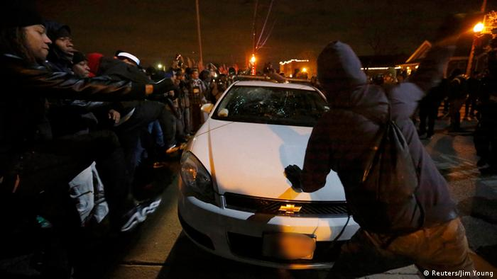 Ausschreitungen in Ferguson (Foto: REUTERS/Jim Young)