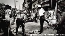 Newark, New Jersey, during the racial riots in 1967 Keine Weitergabe an Drittverwerter.
