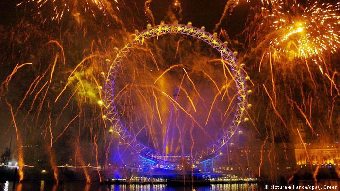 Das Neujahr-Feuerwerk am Londoner Riesenrad London Eye. Foto: dpa