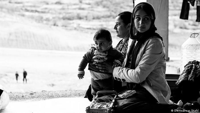 Jesiden im Nordirak Flüchtlinge Unterkunft Frauen
