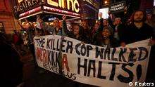 People protest against the verdict announced in the shooting death of Michael Brown, in Times Square, New York, November 25, 2014. United Nations Secretary-General Ban Ki-moon on Tuesday urged protesters in Ferguson, Missouri, and elsewhere in the United States to refrain from violence and called on law enforcement to protect the rights of people to demonstrate peacefully. REUTERS/Mike Segar (UNITED STATES - Tags: CRIME LAW CIVIL UNREST) // eingestellt von se