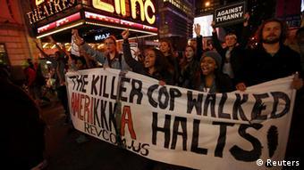 اعتراضات از نیویورک واقع در شرق آمریکا تا لسآنجلس درغرب این کشور گسترش یافت و به ۱۷۰ شهر آمریکا کشیده شد