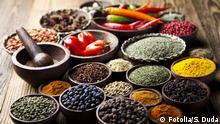 #60341446 - Spices on wooden bowl background © Sebastian Duda Bildnummer 60341446 Land Polen