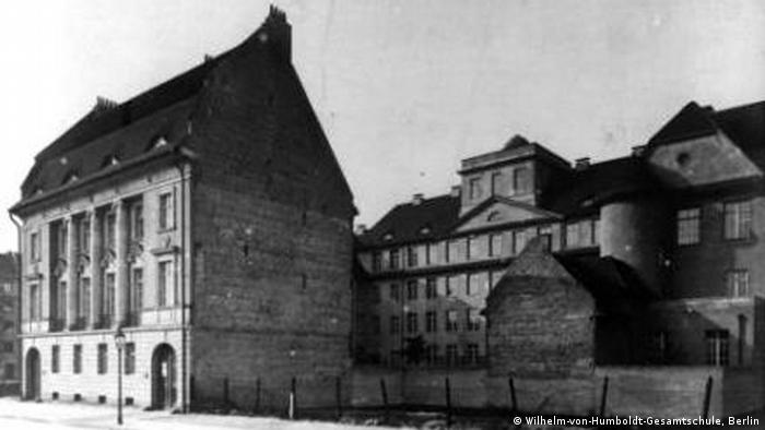 Школа в берлинском районе Пренцлауэрберг, где преподвал учитель Фриц Вакснер