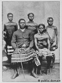 Princ Rudolf Manga Bell i njegove najdraže žene oko 1895.