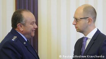 Зустріч головнокомандувача сил НАТО в Європі генерала Філіпа Брідлава (ліворуч) з прем'єр-міністром України Арсенієм Яценюком у Києві