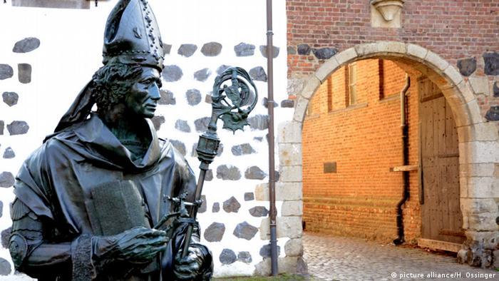 Памятник архиепископу в Цонсе