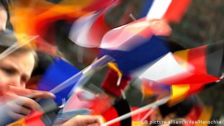 Για το μέλλον της EE η Μέρκελ στο Παρίσι