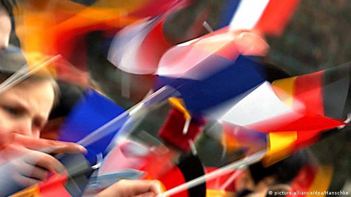 Deutschland Frankreich Symbolbild Fahnen