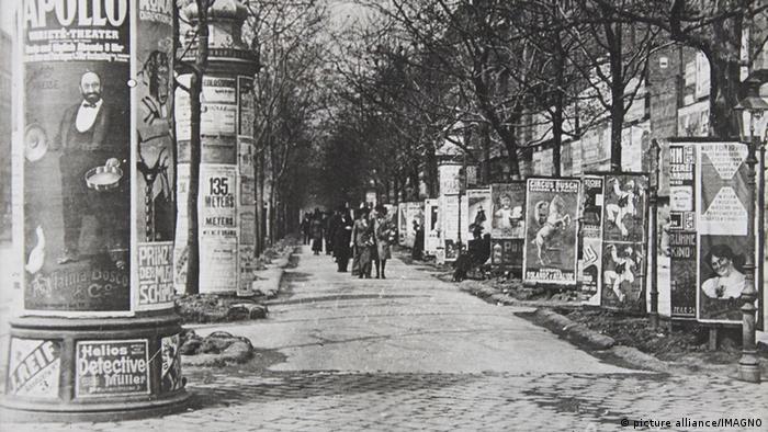 Уличная реклама в 1910 году