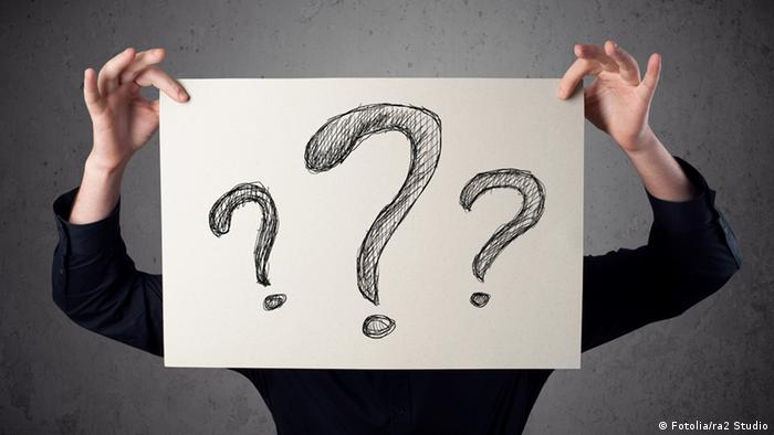 A placard with three question marks (Fotolia/ra2 Studio)