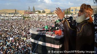 Pakistani head of the Jamiat Ulema-e-Islam Fazl (JUI-F) party Maulana Fazlur Rehman addresses supporters during a public meeting in Quetta on October 23, 2014 (Photo: BANARAS KHAN/AFP/Getty Images)