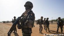 Bildnummer: 59194901 Datum: 09.02.2013 Copyright: imago/PanoramiC Nigerianische Soldaten unterstützen die Militäroperation SERVAL in Mali - 09/02/2013 Panoramic/Panoramic PUBLICATIONxNOTxINxFRAxITAxBEL Gesellschaft Politik Militär Militäreinsatz x2x xkg 2013 quer