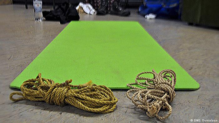 Mat and ropes at a shibari yoga course in Berlin, Copyright: Janelle Dumalaon