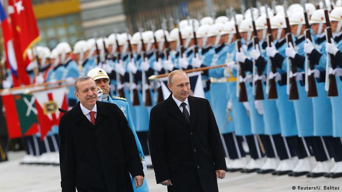 Володимир Путін (праворуч) та Реджеп Таїп Ердоган у Стамбулі, 1 грудня