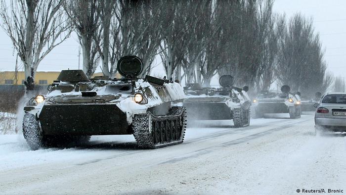 Колонна военной техники без маркировки в Донецке. Декабрь 2014 года