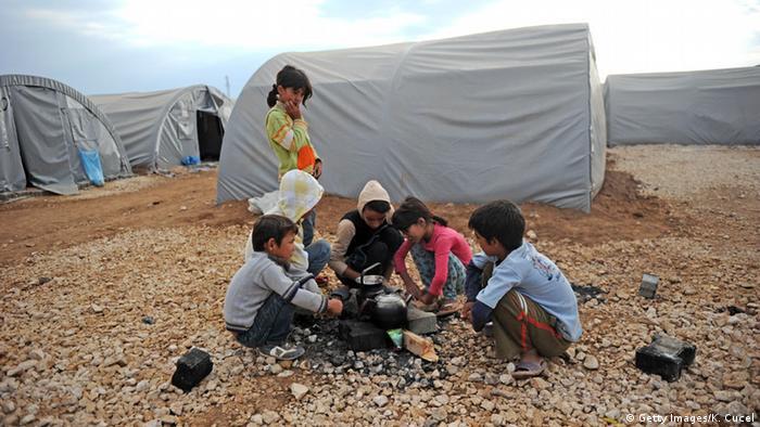 Сирийские дети в лагере для беженцев в Турции