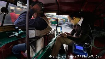 Joshua Apte führt Luftmessungen in Neu Delhi durch 25.11.2014