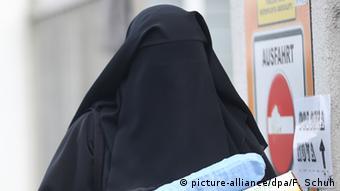 Verschleierte Frau in Berlin 13.01.2013