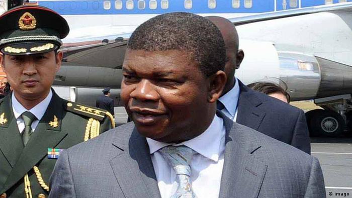 Ministro angolano João Lourenço de visita à China (maio de 2011)