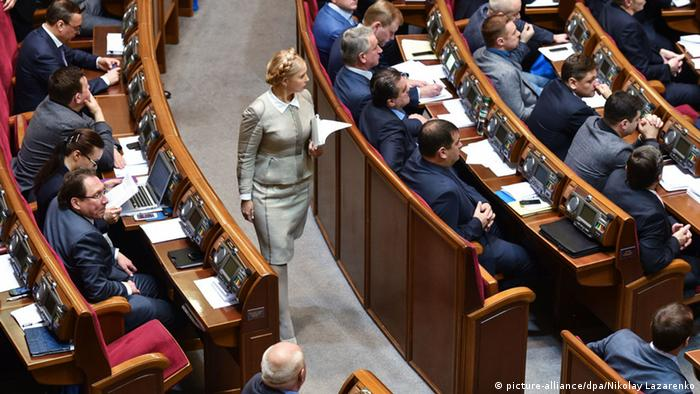 Ukraine Parlament 2.12.2014 Julia Timoschenko (picture-alliance/dpa/Nikolay Lazarenko)