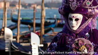 Masken beim Karneval in Venedig, Foto: picture alliance/Robert Harding World Imagery