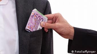 Διευκολύνει το μωβ χαρτονόμισμα τις παράνομες συναλλαγές;