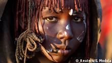 Djevočica iz plemena Pokot nakon cirkumcizije (obrezivanja)