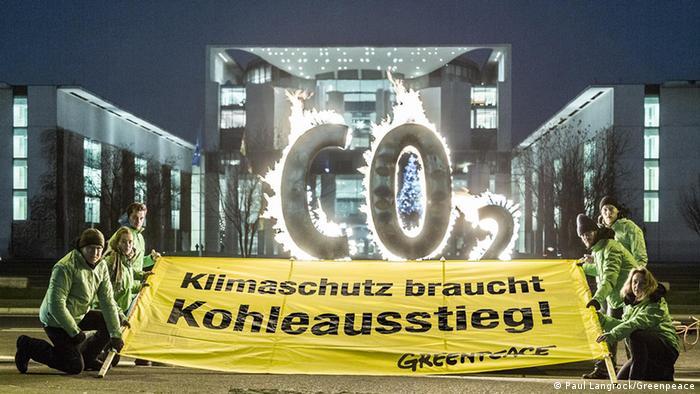 Greenpeace-Demonstration gegen CO2 vor dem Kanzleramt