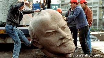 Демонтаж пам'ятника Леніну в Берліні
