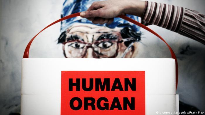 Symbolbild Organhandel Organspende Organentnahme Häflting Todesstrafe Organmafia (picture alliance/dpa/Frank May)