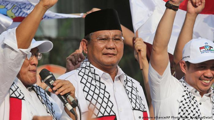 Aburizal Bakrie (picture-alliance/AP Photo/Tatan Syuflana/Detail)