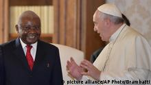 Pope Francis meets Mozambique President Armando Guebuza, during a private audience at the Vatican, Thursday, Dec. 4, 2014. (AP Photo/Maurizio Brambatti, Pool)