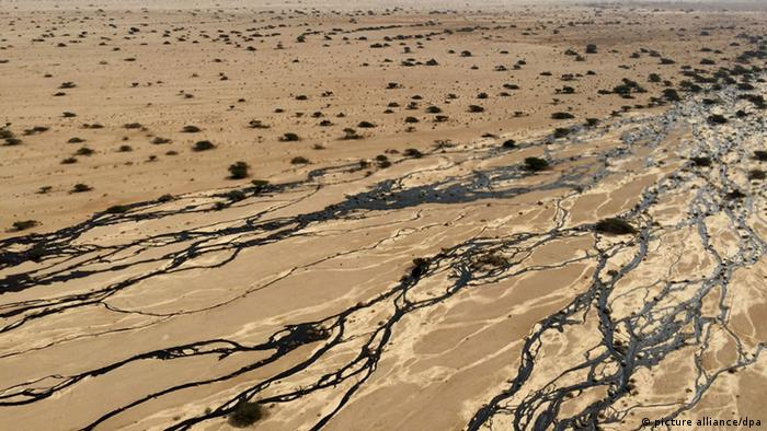 Large oil spillage caused by an Israeli oil pipeline EPA/ISRAELI ENVIROMENTAL PROTECTION MINSTRY / HANDOUT